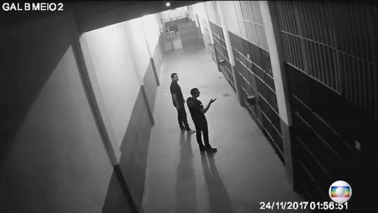 VÍDEO: Câmeras não mostram outras pessoas na cela de Garotinho