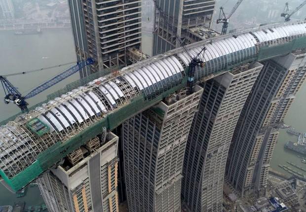 Prédio horizontal nas torres Crystal na China (Foto: Divulgação)