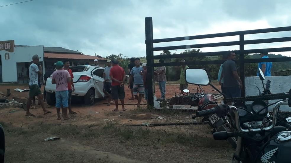 Veículo colide contra motocicleta e deixa 4 mortos na BR-222 em Buriticupu — Foto: Divulgação