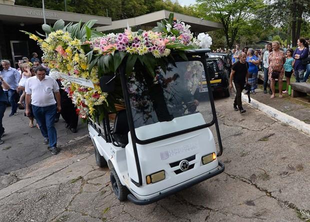Enterro de Angela Maria (Foto: AgNews)