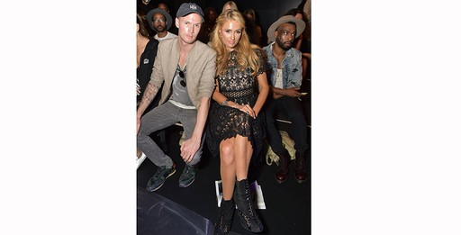 Barron Hilton II e Paris Hilton no desfile de Michael Costello