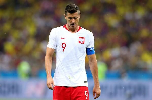 O craque polonês Robert Lewandowski chateado após a derrota da Polônia para a Colômbia na Copa do Mundo (Foto: Getty Images)
