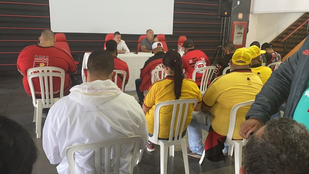 Braz e Spindel recebem organizadas do Flamengo na Gávea, mas aliviam clima de cobrança no CT — Foto: Reprodução Twitter