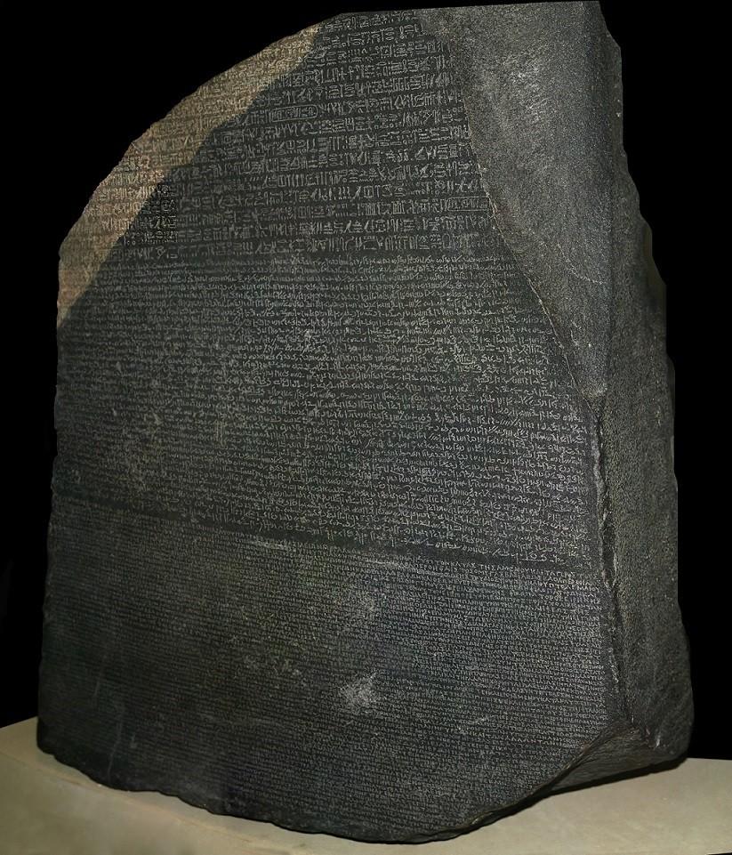 Pedra de Roseta, exposta no Museu Britânico (Foto: Wikimedia Commons)