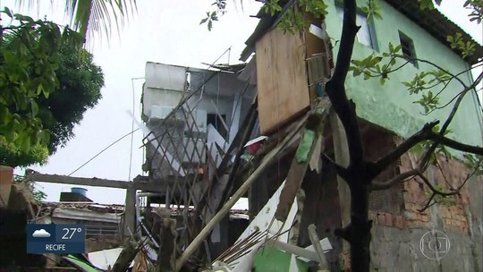 Casa desaba parcialmente e imóveis são interditados no Recife