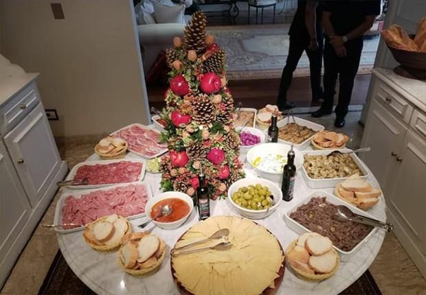 Mesa de aperitivos de Natal da família de Silvio Santos (Foto: Reprodução/Instagram)