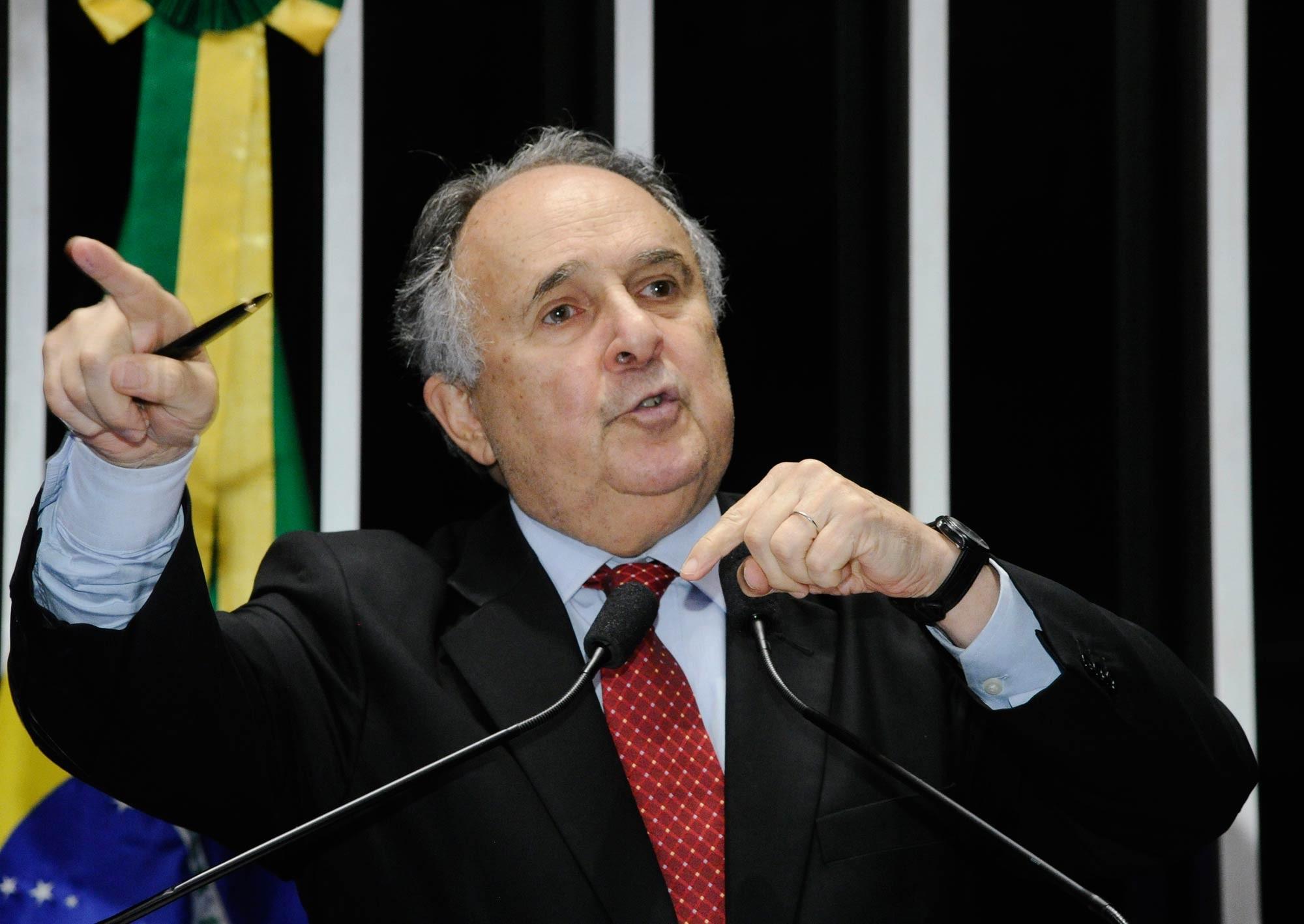 No Dia do Professor, Cristovam Buarque afirma que 'não é um desejo do Brasil ser campeão mundial de educação'
