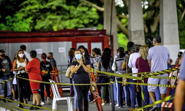 Vacinação de profissionais da Educação em São José dos Campos (SP)
