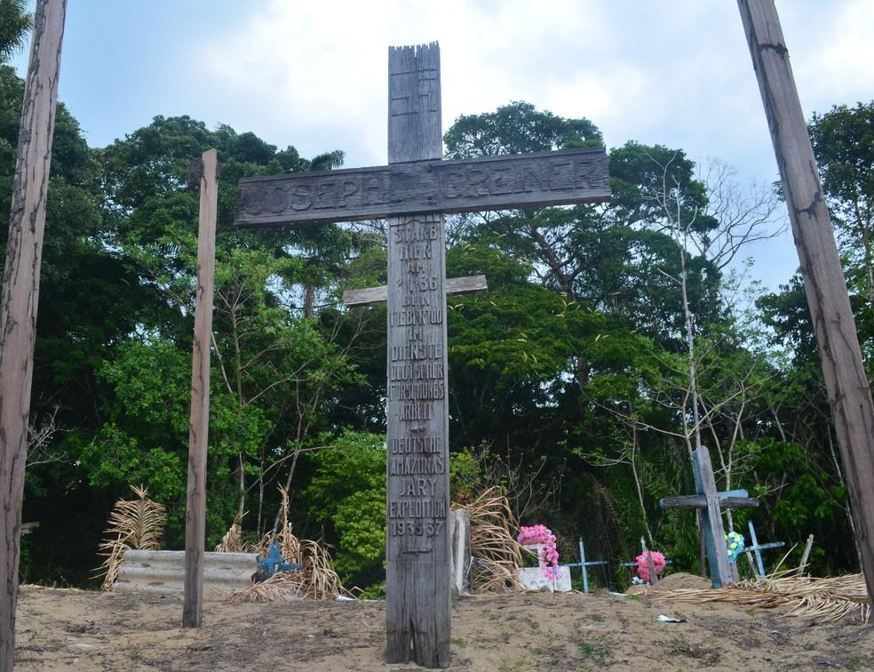 Cruz fica na margem direita do rio Jari próxima à cachoeira de Santo Antônio. Foto de 2017 — Foto: John Pacheco/G1