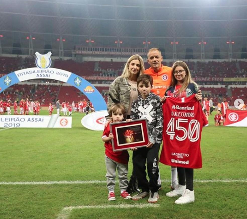 D'Alessandro, com a família no Beira-Rio — Foto: Divulgação/Internacional
