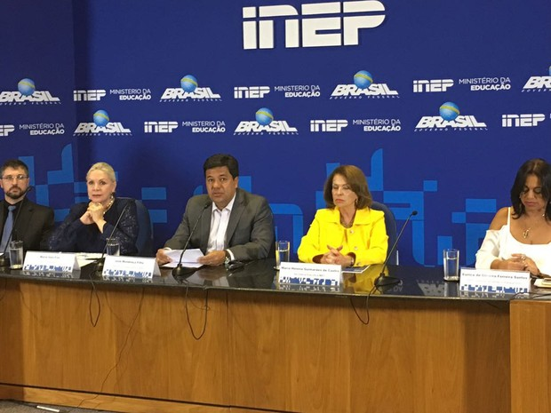 Ministro da Educação, Mendonça Filho, com representantes do Inep e da Polícia Federal, durante coletiva sobre o Enem 2016, em Brasília (Foto: Gabriel Luiz/G1)