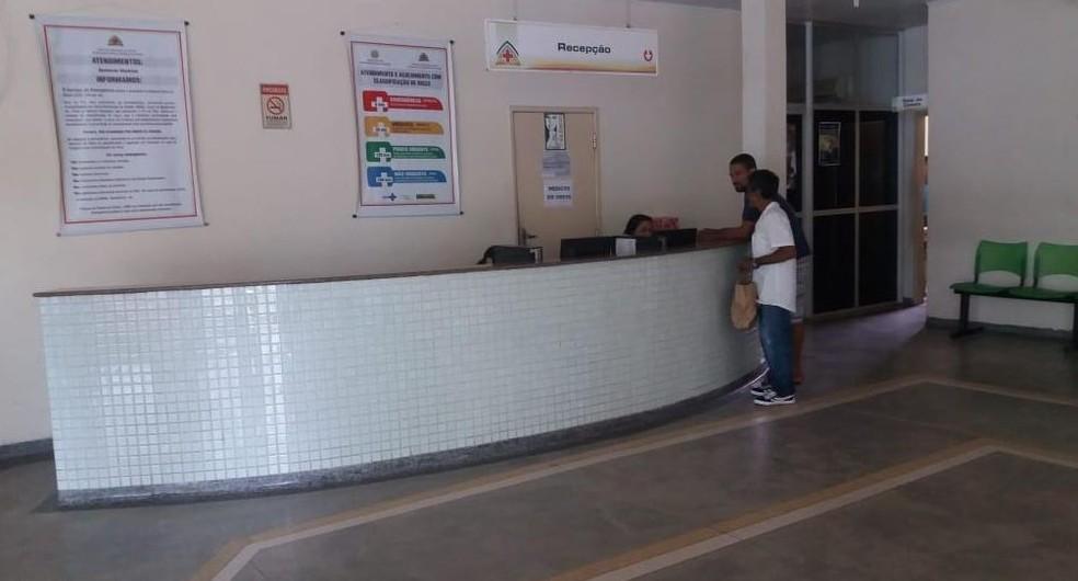Apenas casos de urgência e emergência foram atendidos nesta terça (13) no unidade de saúde — Foto: Mazinho Rogério/G1