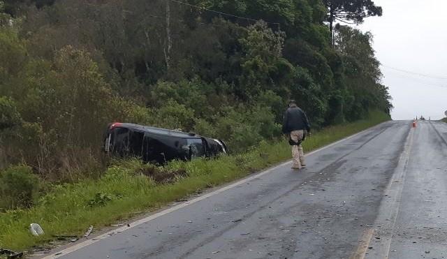 Quatro pessoas ficam feridas após carros baterem de frente na BR-153, em Rio Azul - Notícias - Plantão Diário