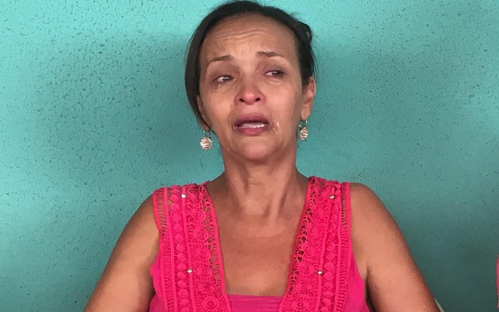 Idalira de Jesus está desesperada sem notícias do filho (Foto: Paula Resende/ G1)
