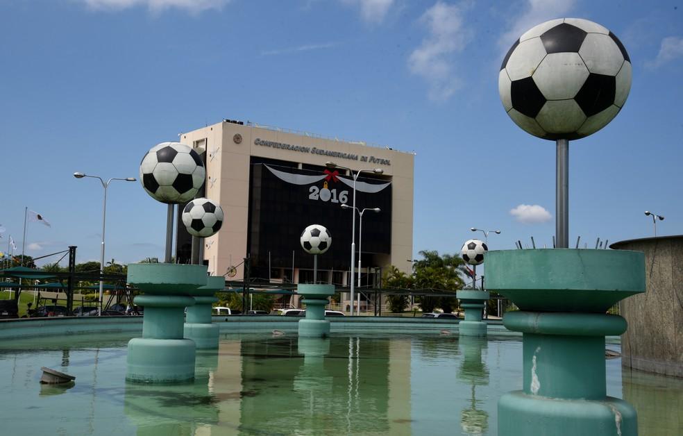 Sede da Conmebol em Luque, no Paraguai, será palco dos sorteios da Libertadores e da Copa Sul-Americana (Foto: AFP)
