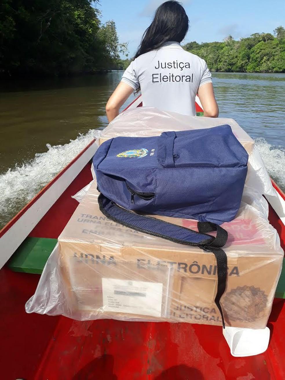 Urna eletrônica e servidores da Justiça Eleitoral seguem em transporte fluvial para local remoto — Foto: Arquivo pessoal / Secretaria de Tecnologia da Informação do Tribunal Regional Eleitoral do Pará