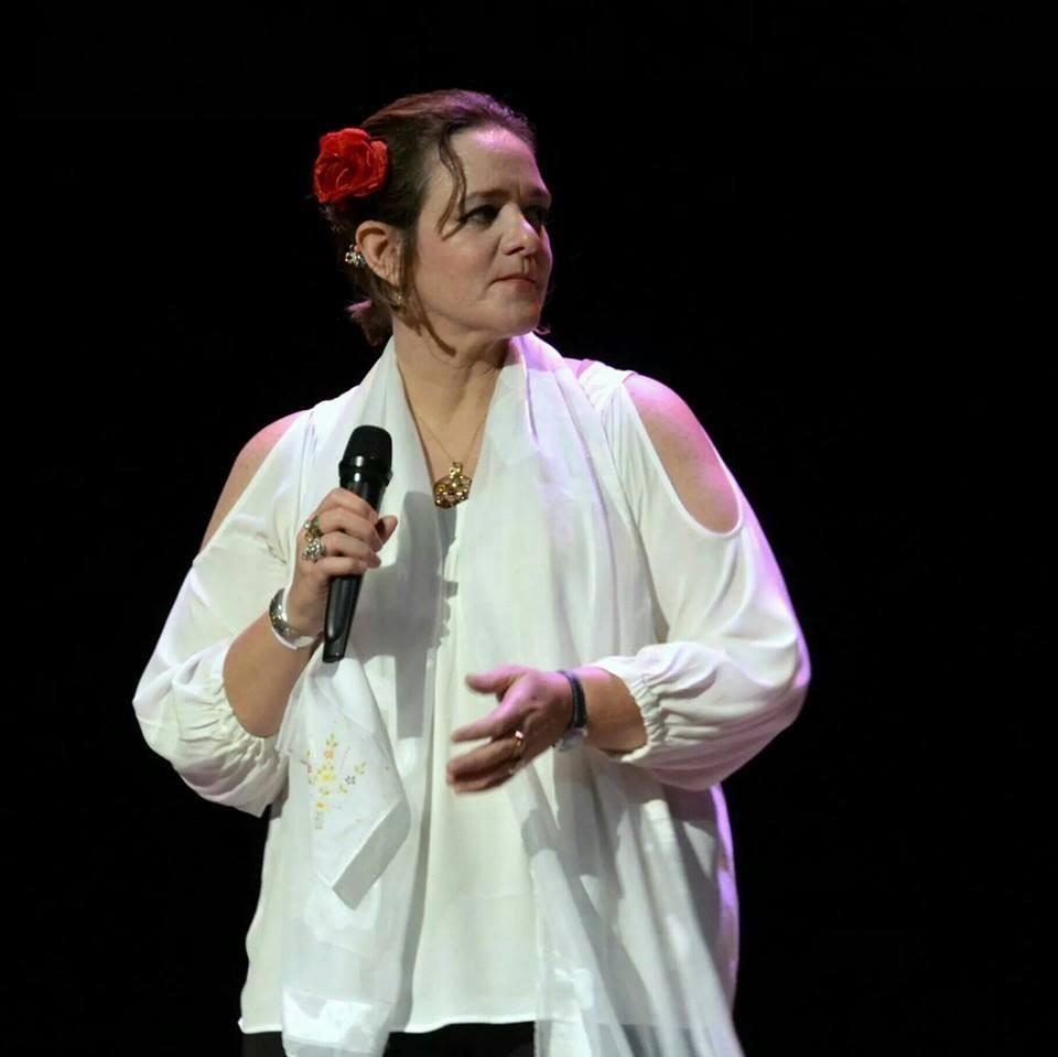 Cantora paulista Simone Guimarães faz show nesta quarta-feira (18) no 'Tacacá na Bossa', em Manaus - Notícias - Plantão Diário