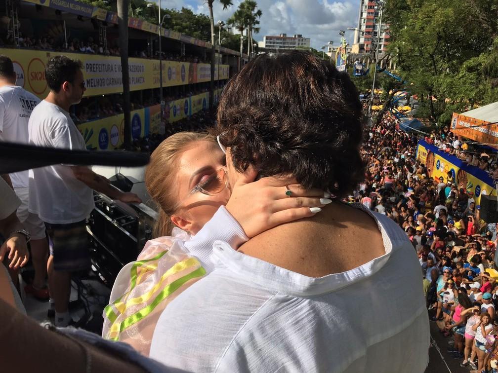 Whindersson Nunes beija a namorada Luísa Sonza (Foto: Henrique Mendes)