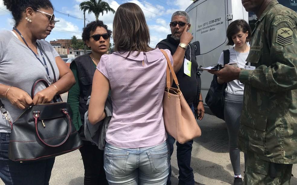 Comissão Interamericana de Direitos Humanos (CIDH) da Organização dos Estados Americanos (OEA) visitou Quilombo Rio dos Macacos para avaliar garantia de direitos humanos na comunidade — Foto: Itana Alencar/G1 BA