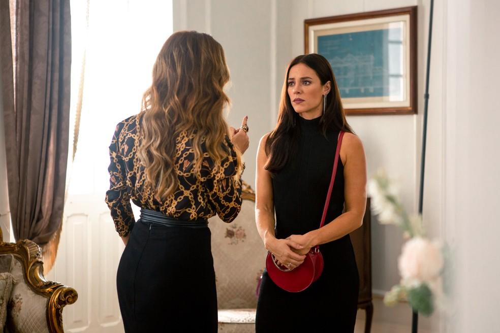 Em 'A Dona do Pedaço', Maria da Paz (Juliana Paes) fica furiosa com o que escuta da blogueira  — Foto: Fabiano Battaglin / Gshow