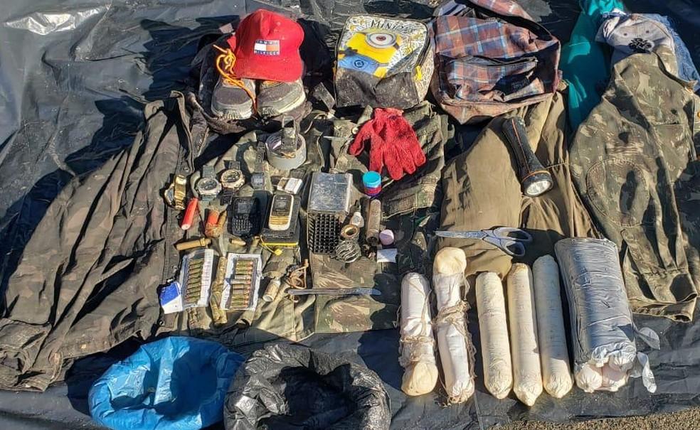 Objetos encontrados na zona rural de Dias D'Ávila, na quinta-feira (10)  — Foto: Divulgação/SSP-BA