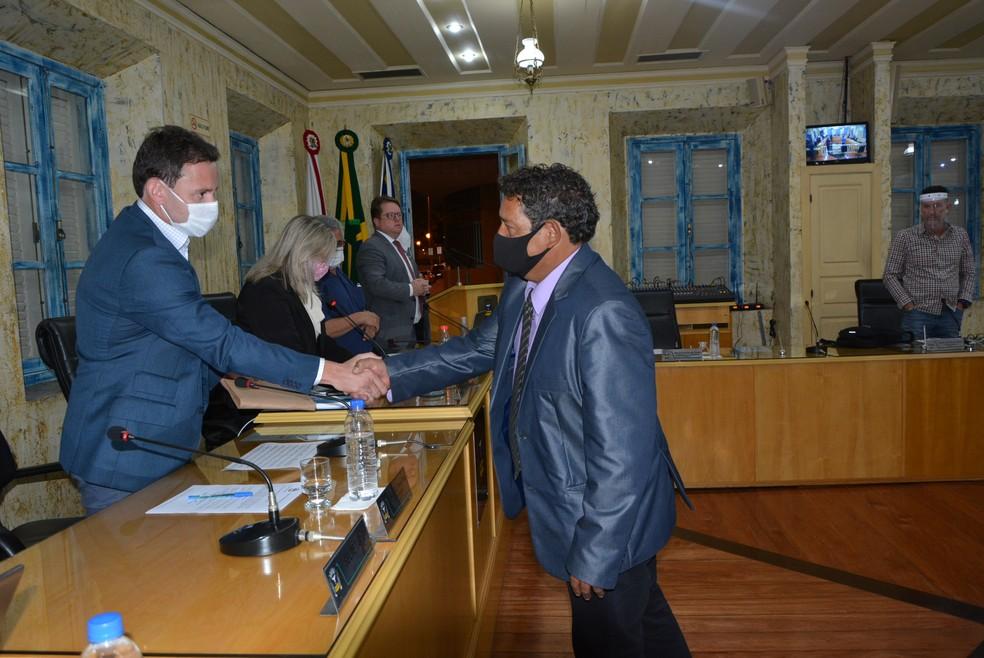 """Carlos Roberto Rodrigues, o """"Carlinho da Padaria"""", assume cargo após renúncia de vereador em Varginha — Foto: Ascom / Câmara Municipal de Varginha"""