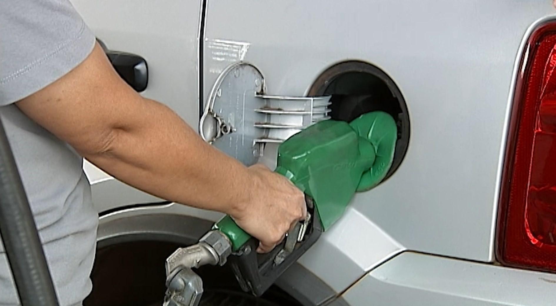 Preço da gasolina fica estável após registrar primeira queda em 14 semanas