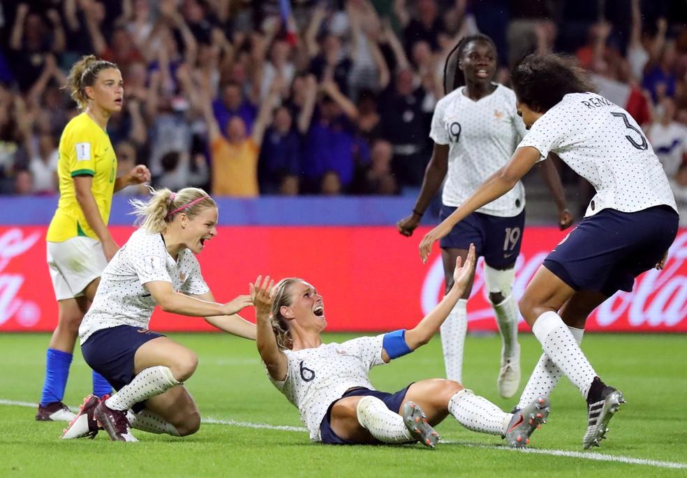 Henry comemora gol da classificação francesa diante do Brasil — Foto: Reuters