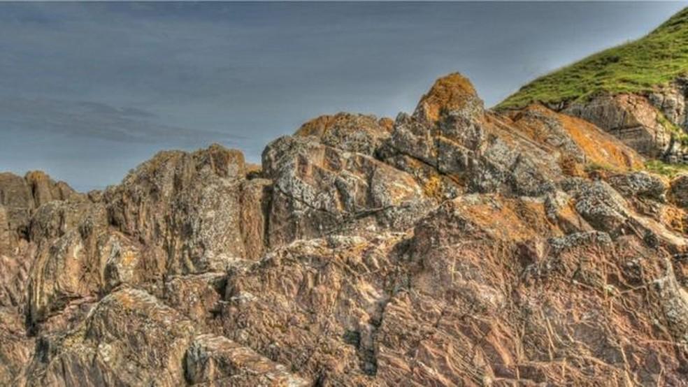As pedras grauvaque do Ponto Siccar foram formadas 435 milhões de anos atrás (Foto: John Van Hoesen)