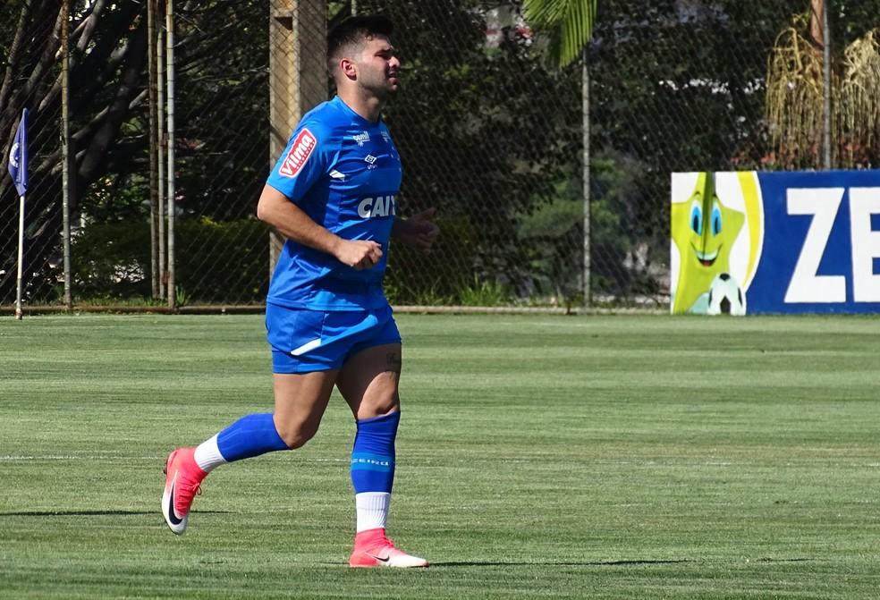 Gonzalo Latorre não vem  tendo chances de futebol no Cruzeiro  (Foto: Gabriel Duarte)