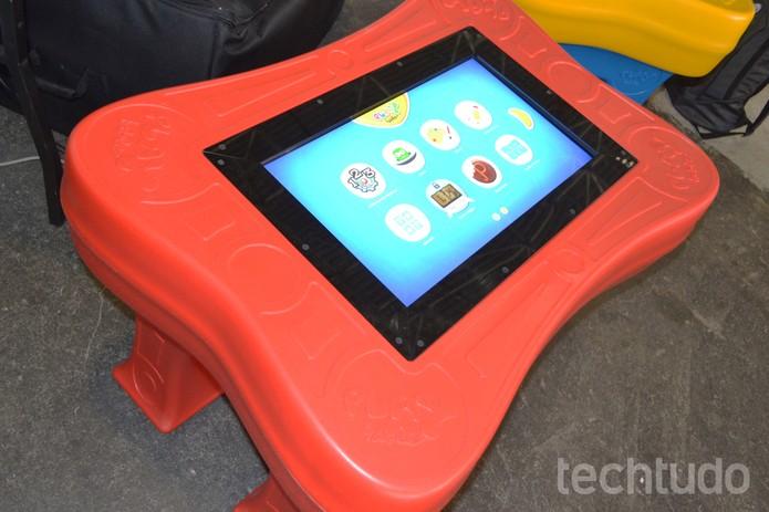 Mes tecnológica para crianças (Foto: Melissa Cruz/TechTudo)