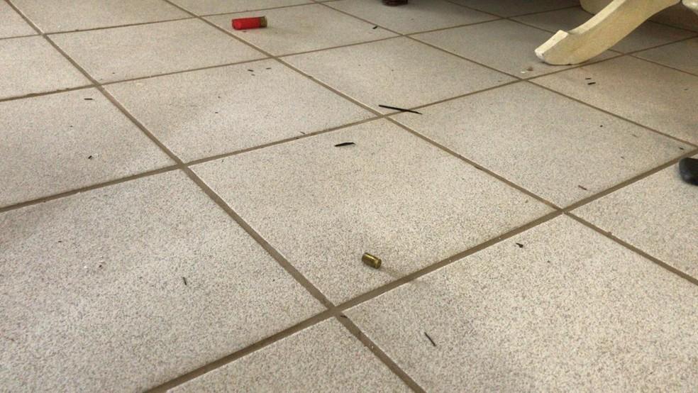 Projéteis ficaram espalhados pelo chão da casa após ação de criminosos em granja da Grande Natal — Foto: Ayrton Freire/Inter TV Cabugi