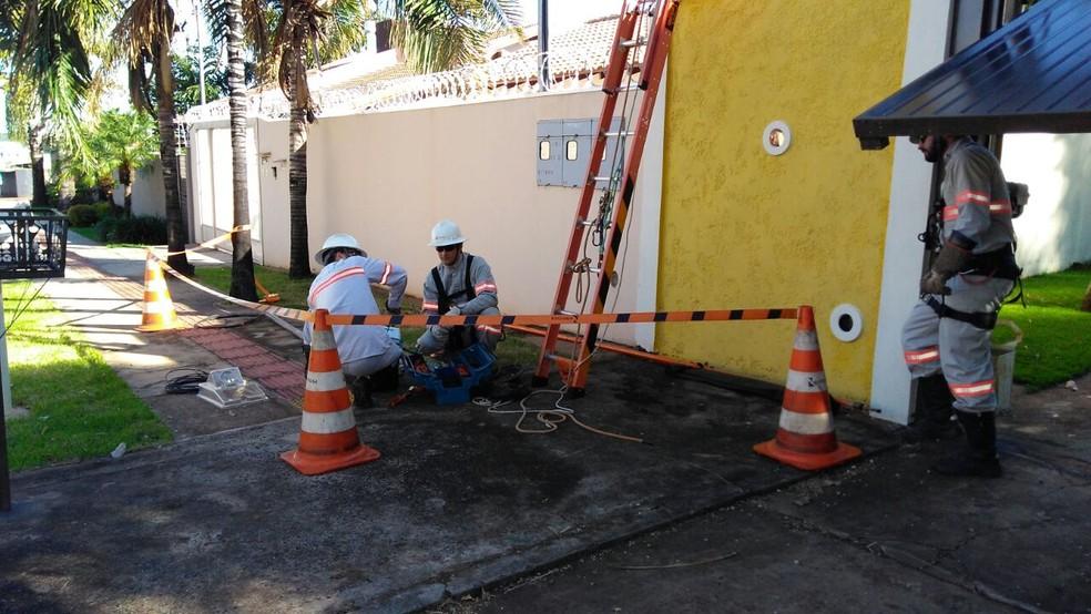 Ações de combate ao furto de energia no Ceará (Foto: Osvaldo Nóbrega)