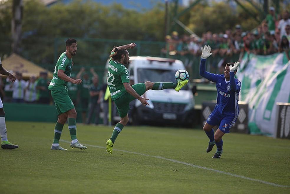 Apodi dá o passe para Túlio de Melo fazer o gol da vitória da Chape (Foto: Divulgação/Sirli Freitas/Chapecoense)