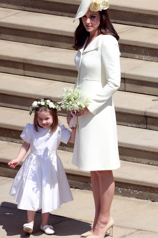 WINDSOR, UNITED KINGDOM - MAY 19:  Catherine, Duchess of Cambridge and Princess Charlotte leave St George's Chapel, Windsor Castle after the wedding of Prince Harry, Duke of Sussex and Meghan, Duchess of Sussex on May 19, 2018 in Windsor, England. (Photo  (Foto: Getty Images)
