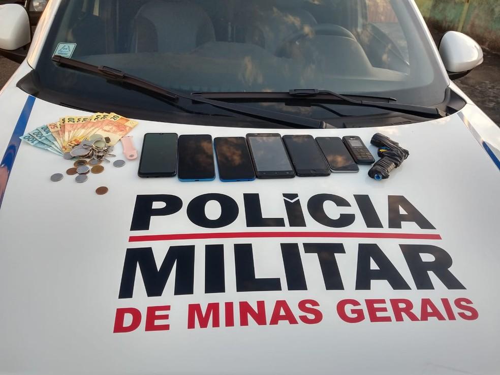 Material apreendido com o casal. — Foto: Polícia Militar/Divulgação