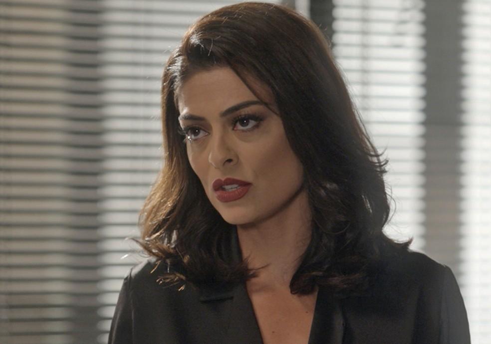 Carolina (Juliana Paes) mente para Germano (Humberto Martins) em 'Totalmente Demais' — Foto: TV Globo