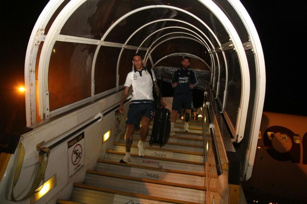 Messi e Di María, na chegada da Argentina ao Equador (Foto: Divulgação/Afa)