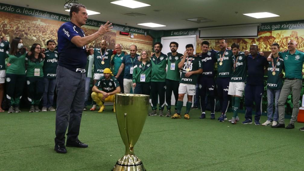 Vanderlei Luxemburgo fala com elenco do Palmeiras após título paulista — Foto: Cesar Greco/Palmeiras