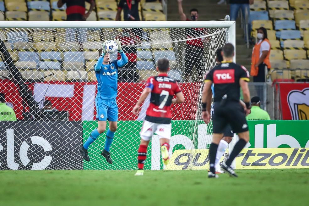 Brenno voltou a atuar pelo Grêmio na derrota para o Flamengo pela Copa do Brasil — Foto: Lucas Uebel/DVG/Grêmio