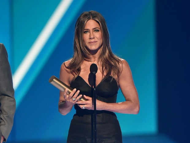 Jennifer Aniston recebe o prêmio de Ícone do Ano (Foto: Getty Images)