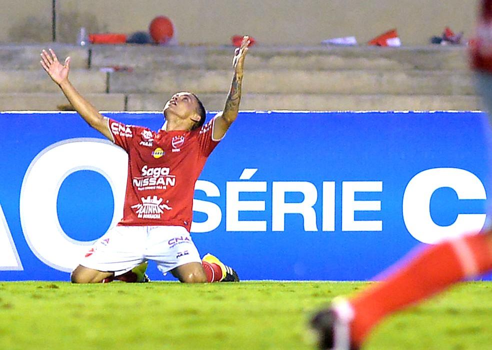 Vila Nova foi campeão da Série C de 2015 com mais de 40 mil torcedores no Serra — Foto: Carlos Costa / Estadão Contéudo