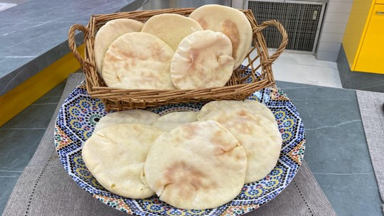 Confira como fazer pão árabe caseiro