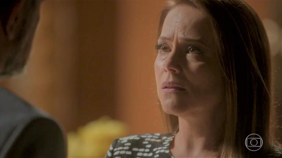 Lili (Vivianne Pasmanter) revela que está grávida — Foto: TV Globo