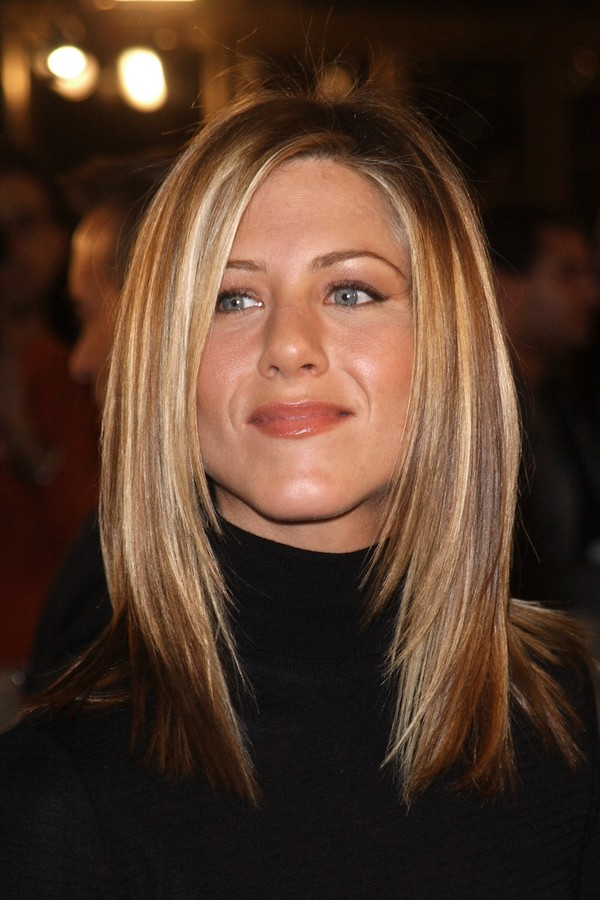 "397391 16: (FILE PHOTO): Actress Jennifer Aniston attends the premiere of ""Spy Game"" November 19, 2001 in Los Angeles, CA. Aniston was ranked Number 20 by E! Online voters as one of the Top 20 Entertainers of 2001. Her TV character, Rachel who is pregnant (Foto: Getty Images)"