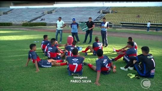 """""""Vídeo-aula"""" na web e ex-aluno """"espião"""": técnico entrega estudo de rival na Copa do Brasil sub-17"""