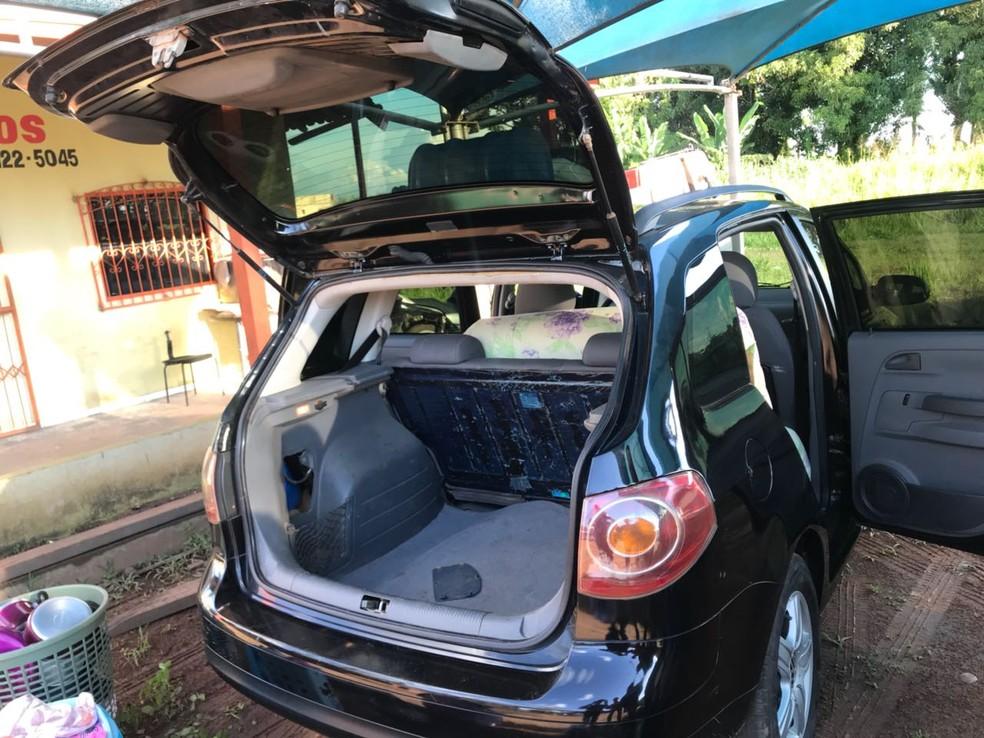 Droga foi encontrada dentro de carro (Foto: Divulgação/Polícia Civil)