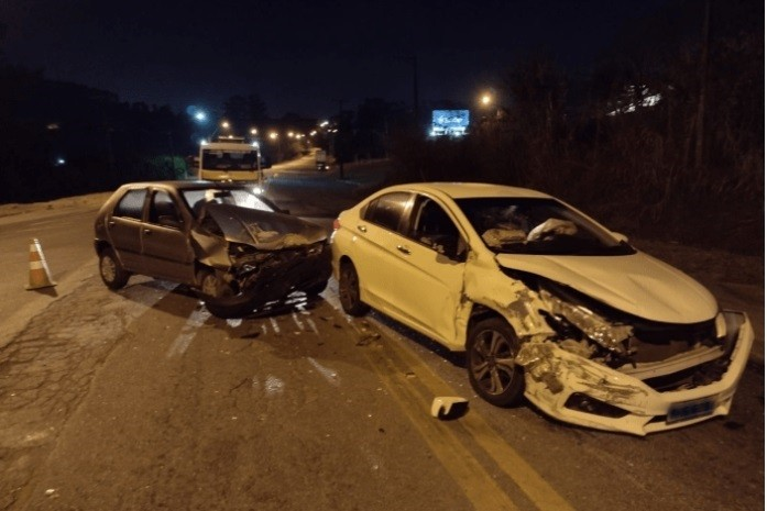 Acidente com dois carros deixa parte da Rodovia Capitão Barduíno interditada em Bragança Paulista