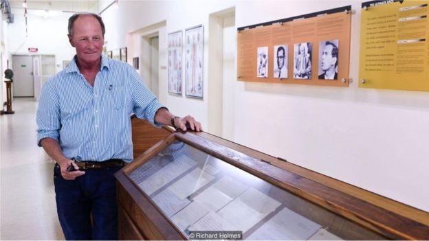 Hennie Joubert abriu o Museu do Coração da Cidade do Cabo em 2007 para marcar o 40º aniversário da operação (Foto: RICHARD HOLMES/BBC)