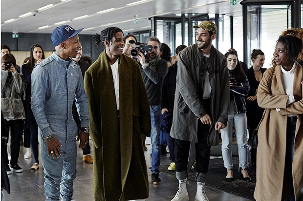 Pharrell leads a tour of the G-Star RAW headquarters (Foto: Divulgação)